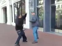Dziadzia nokautuje gangstera