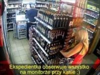 Kradzież blondynki w sklepie