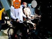 Kościotrup na rowerze