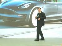 Obczaj jego kocie ruchy. Elon Musk tańczy podczas premiery Modelu Y w Chinach