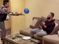 Sztuczka z balonami z niespodziewanym finałem!