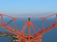 BNT wchodzi na nieco ponad 300-metrowy pylon na Sycylii