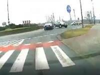 Szybko, ale bezpiecznie - zderzenie na rondzie w Kędzierzynie-Koźlu
