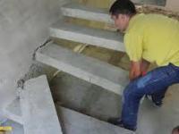 Elastyczne, żelbetowe schody wspornikowe. Demontaż