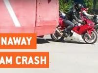 Motocykliści się uczą, że tramwaj na drodze ma pierwszeństwo