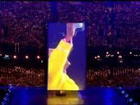 Freddie Mercury nawet zza grobu potrafi zawładnąć wypełnioną do ostatniego miejsca sceną