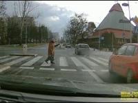 Ile samochodów przejedzie, zanim staruszka przejdzie przez przejście?