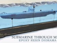 Diorama, łódź podwodna przechodzi przez pole minowe