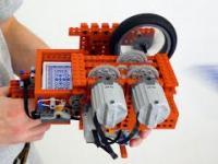 Pistolet maszynowy zrobiony z klocków LEGO