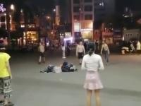 Azjaci grają sobie tak w zośkę