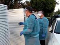 Izraelczyk z podejrzeniem korona-wirusa kicha na służby epidemiologiczne