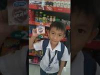 Dzieciak chciał kupić nauczycielowi czekoladę