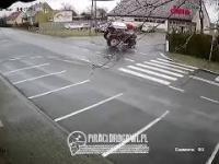 Ten kierowca ciągnika rolniczego przesadził z prędkością na skrzyżowaniu