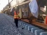 Tak wygląda układanie torów kolejowych w Chinach