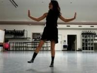 Pani sobie tańczy