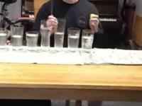 """Utwór """"Take On Me"""" zespołu A-ha zagrane na ...szklankach"""