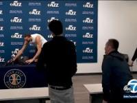 Koszykarz NBA celowo dotyka mikrofonów, by zadrwić z koronawirusa. Dzień później ma pozytywny wynik