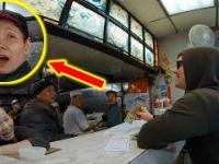 Biały człowiek składa zamówienie po chińsku, reakcja obsługi bezcenna