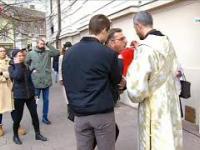 Przyjmowanie komunii świętej w czasie Pandemii - sposób Bałkański