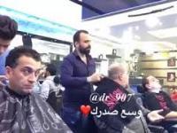 Nigdy nie kaszl u fryzjera w czasie epidemii