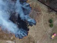Pożar lasu okiem drona. Do czego prowadzi głupota.