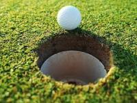 Jak to robią dołki na polach golfowych