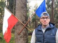 Działacz LGBT pali Polską flagę w środku lasu