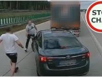 Wyhamował ciężarówki na autostradzie A4 - kierowcy TIRów nie pozostali mu dłużni