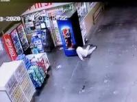 Kradzież Coca-coli z lodówki w stylu filmu Mission: Impossible