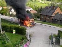 Pożar Scania w Jasienicy Płonąca ciężarówka i brawurowa akcja OSP
