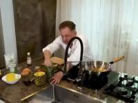 Robert Makłowicz krótko o dojrzałym ananasie