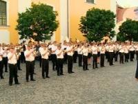 Węgierska orkiestra wojskowa gra Depeche Mode