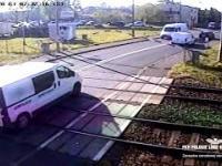 Kierowca dzban na przejeździe kolejowym oraz czujny dyżurny ruchu