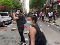 Przejazd przez ulice Filadelfii podczas zamieszek