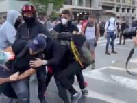 Protestujący w USA przekazują wandala policji