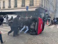 Członkowie Antify niszczy samochód osoby niepełnosprawnej