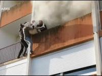 Imigranci ratują starszego mężczyznę z jego płonącego mieszkania