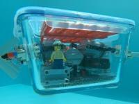 Łódź podwodna z Lego i szklanego pojemnika