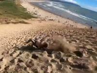 backflip ze szczytu wydmy
