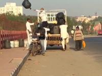 Hinduscy inżynierzy wprowadzają innowacyjną technikę recyklingu odpadów.