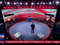 """Podstawieni działacze, """"przypadkowe"""" pytania i prezydent czytający z promptera - tak oto wyglądała """"debata"""" w TVP"""