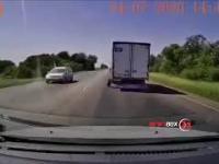 Element akrobatyczny na drodze spowodowany wypadnięciem z samochodu koła