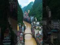 Takiego miasta w Chinach raczej nie spodziewalibyście się... oto Yanjin