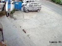 Piesi szli chodnikiem, a ten się zawalił
