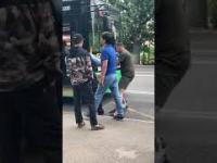 Uderzył kierowcę busa, a chwilę później potrąciło go auto. Szybka karma