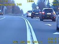 Sebek w dresiku na motocyklu ucieka przed policją - nagranie z wideo-rejestratora