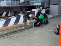 Motocyklista chciał przejechać przez zamkniętą strefę nie płacąc za przejazd