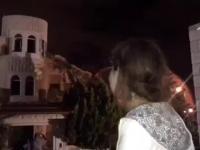 Palestyńska dziewczynka płacze podczas wyburzania jej domu przez żydów