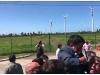 Prezydent Brazylii podniósł karła, bo myślał że ...to dziecko