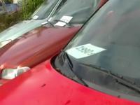 Krzysztof Kononowicz przywłaszcza kombinerki i telefon z samochodów.